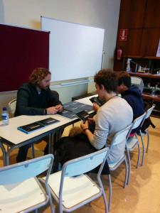 Schüler mit dem Vertreter der DigiPen