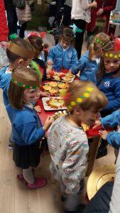 merendola en las aulas de KG3 del Deutsche Schule en la fiesta india