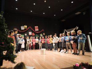 alumnado del Deutsche Schule de San Sebastián interpreta los cánticos de Adviento