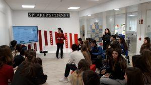 alumnado del colegio aleman durante la explicación sobre fraude fiscal