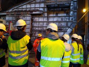 alumnado del Deutsche Schule visitando las instalaciones de Cementos Rezola