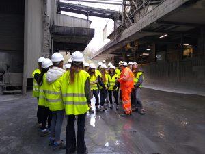 alumnado de 1º Bto. del Deutsche Schule visitando las instalaciones de Cementos Rezola