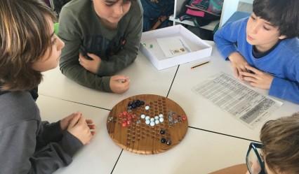 alumnado del Deutsche Schule San Alberto Magno en clase de matemáticas